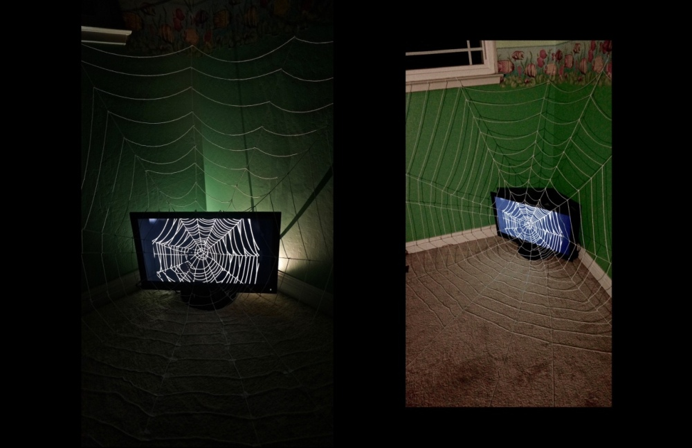 06_installation-web-of-surroundings_4x4x4_computer-moniter-white-yarn